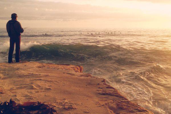 Рыбак выловил в океане тонущую девочку. 14129.jpeg