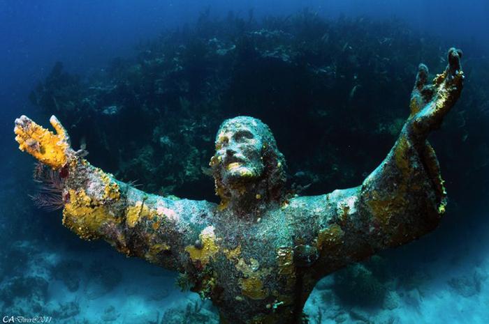 Esoreiter напомнил о затопленных статуях Христа. христос