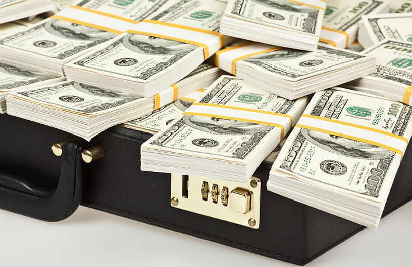 Безработный нашел и вернул хозяину 500 тысяч долларов. деньги