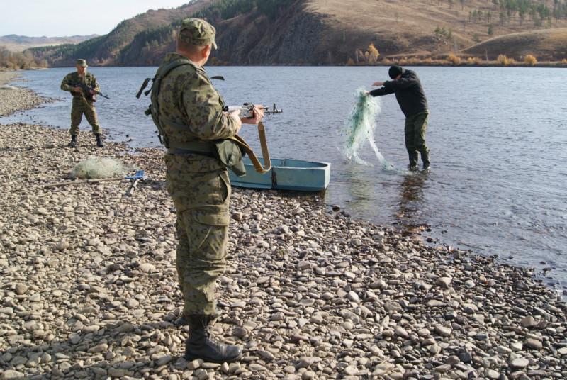 За добычу рыбы из Красной книги сидеть придется дольше. браконьер