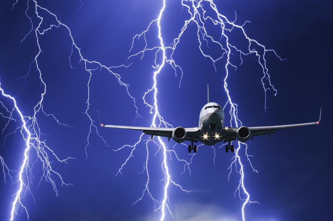 В российский самолет ударила молния. самолет
