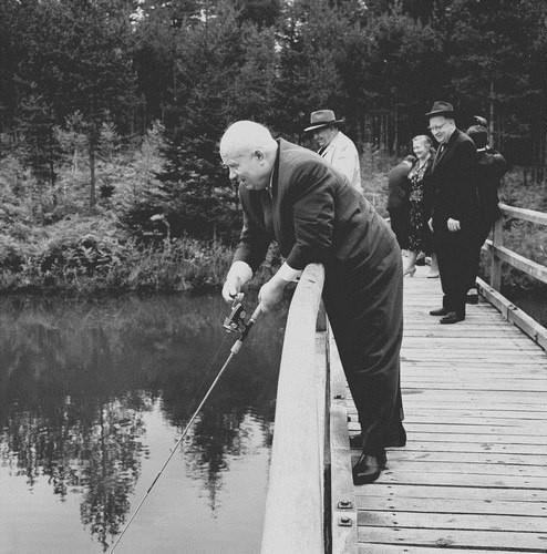 Хрущев совмещал рыбалку с экономической политикой. хрущев