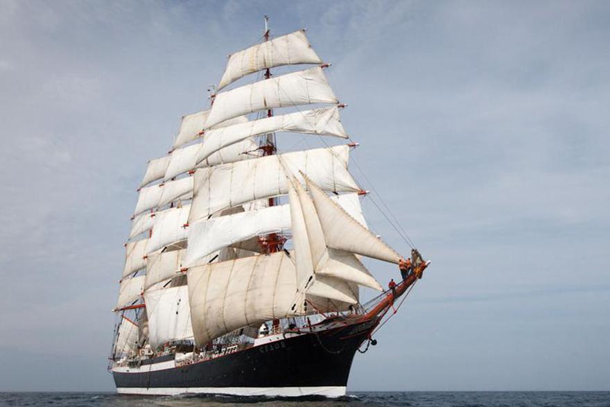 Медведев подписал распоряжение о кругосветной экспедиции. корабль