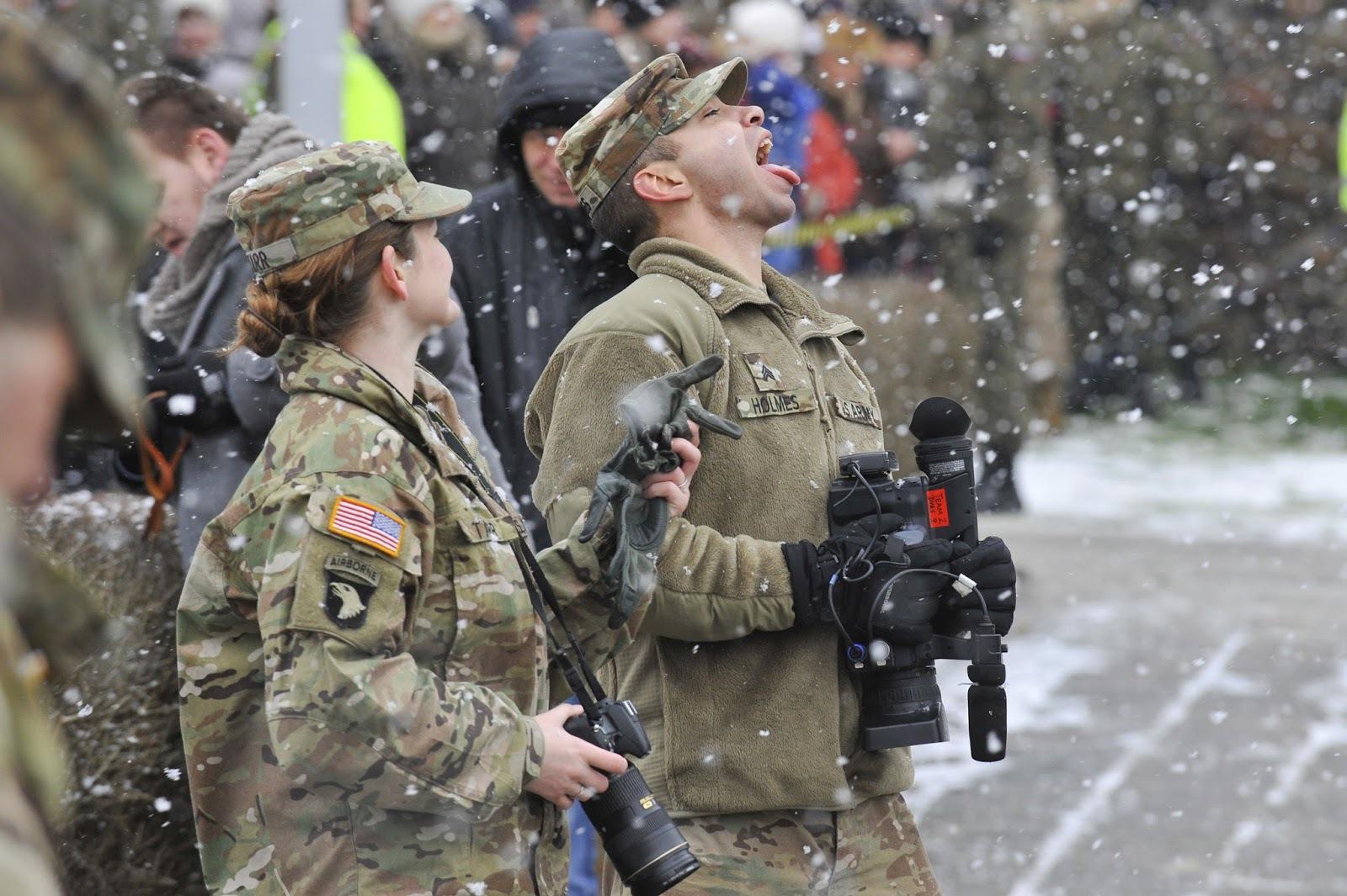 Солдаты НАТО безобразничают в Прибалтике. солдаты