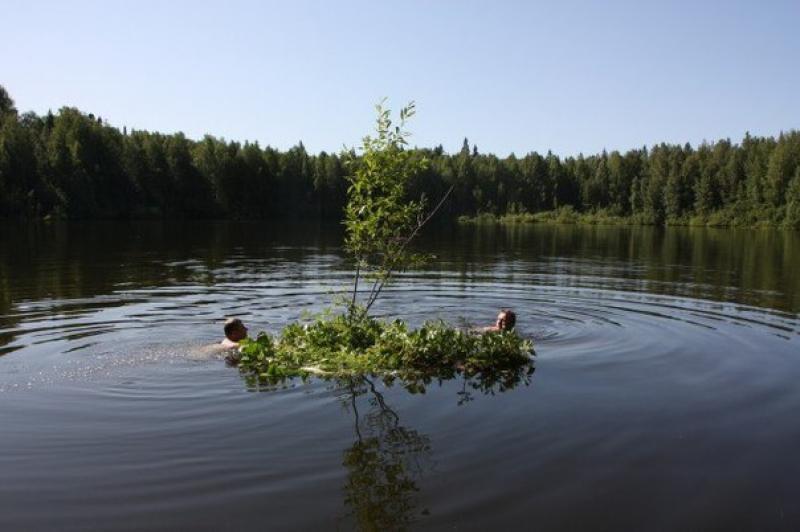 Ученые объяснили, что за дьявол живет в кировском озере. озеро