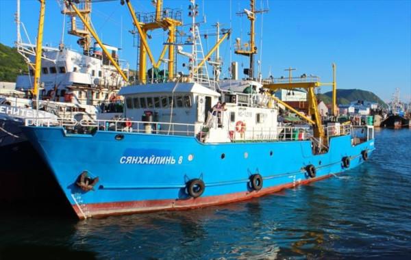 Российский краболов отконвоировали в КНДР. краб, судно, рыбаки, Северная Корея