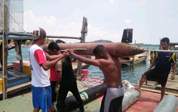 Индонезийцы поймали в сеть китайский беспилотник. беспилотник