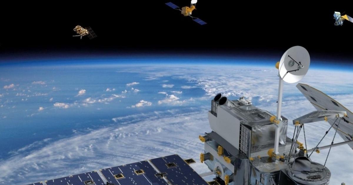 Американцы проверяют чужие спутники. спутник