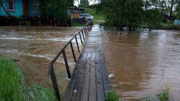 В Свердловской области дождями затопило мост. экология, дожди, потоп, мост, Свердловская область