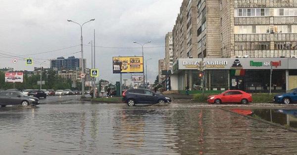 Улицы Казани затопило после дождя. улицы, дожди, потоп, Казань