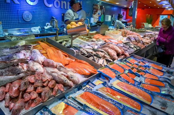 Роспотребнадзор рассказал, как магазины в Ленобласти хранят морепродукты, и выписал штрафы на 2,6 миллиона рублей. рыба, рыбный магазин, Роспотребнадзор, штраф