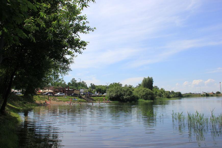 Рыбаки и моржи воюют с калининградскими проститутками. озеро