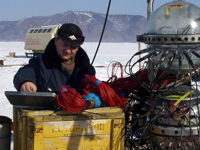 В Байкале рыбаки будут ловить омуля, а ученые – нейтрино. телескоп