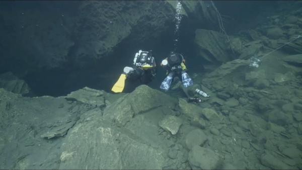 В Норвегии дайверы сыграли свадьбу в подводной пещере. дайверы, пещера, свадьба, Норвегия