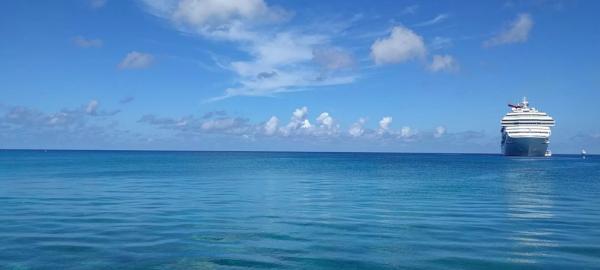 Атлантический океан начинает