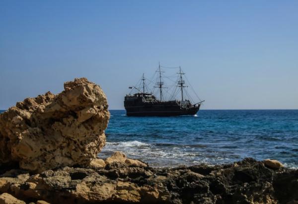 Пираты захватили троих россиян у берегов Камеруна. пираты, моряки, Камерун