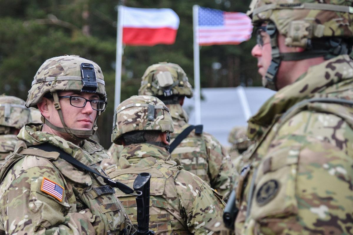 Солдата НАТО арестовали за грабеж в Вильнюсе. солдат нато
