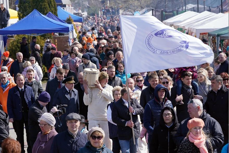 В Калининграде справили день селедки. праздник