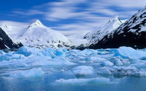 Отколовшийся ледник посек каякеров на Аляске. каякер, ледники, Аляска