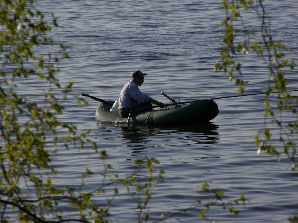 На Ладоге ищут пропавшего рыбака. рыбак