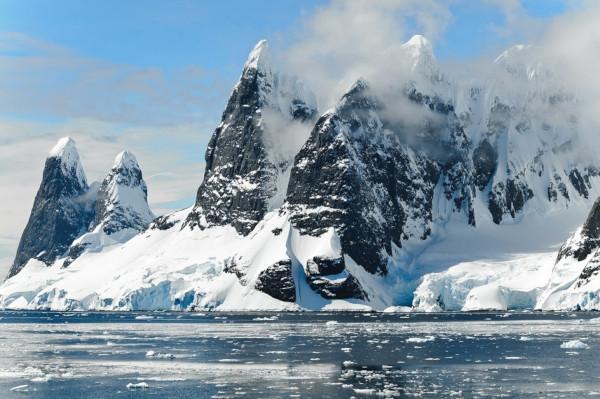 Исследователи создали карту, которая показывает передвижение льда Антарктиды. карта, ледники, Антарктида