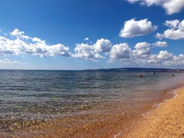 В Феодосии жители и туристы жалуются на сыпь после купания в море. море, Феодосия, Крым