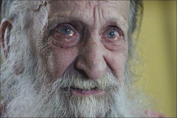 Старик 10 лет ждет дочь, которая его бросила. 14657.jpeg