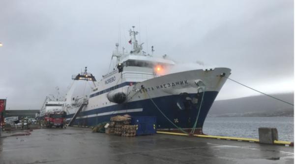 В Норвегии затонул горевший российский траулер. бухта наездник, траулер, пожар, происшествия, российский корабль затонул, Норвегия