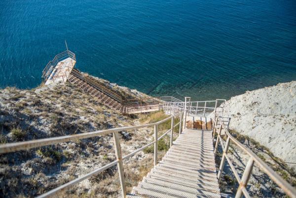 В Анапе волонтеры начали ремонтировать лестницу 800 ступеней к морю. море, Анапа, реконструкция, Жанна Рыбак, поселок Супсех, лестница