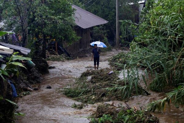 Мексика страдает от наводнений и оползней, вызванных тропическим штормом «Нарда» (Видео, фото). наводнения, оползни, Мексика, тропический шторм