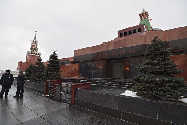 В мавзолей предлагают положить куклу вместо Ленина. 13880.jpeg