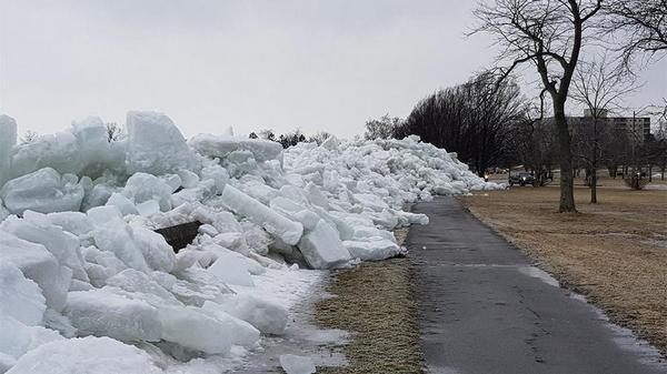 Льдом с озера Эри завалило город. 14952.jpeg