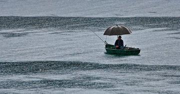 Рыбачим в дождь
