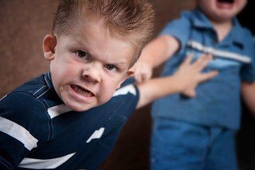 Над маленьким агрессором родители устроили самосуд