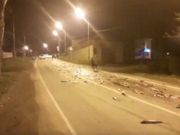 Трассу на Сахалине засыпало лососем