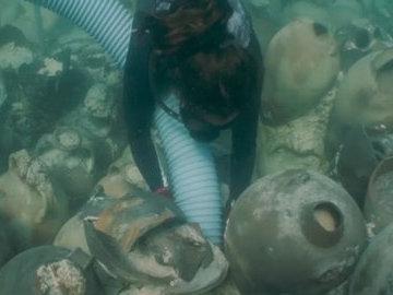 В Средиземное море обнаружили затонувший корабль с римскими амфорами