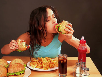 Больше половины россиян умирают от плохой еды