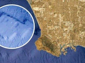В океане около Лонг-Бич нашли загадочный объект