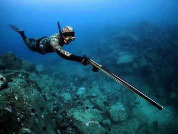 Подводная охота ночью. Минусы и плюсы