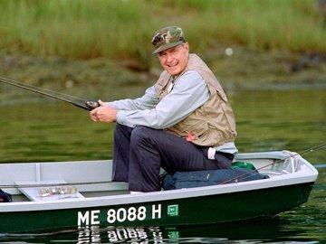 Как Буш-старший поймал огромного карпа