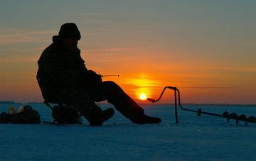 В России сделают платной зимнюю рыбалку
