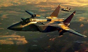 Пять МиГ-31 полетали за полярным кругом