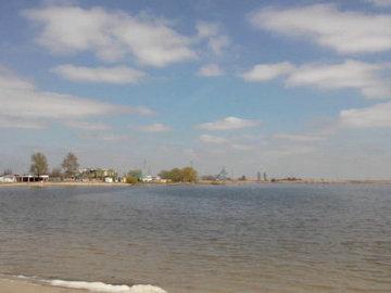 В Батайске нерестовый канал недалеко от Соленого озера превратили в свалку