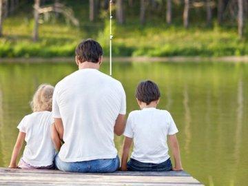 При недостатке мужских гормонов отцы становятся заботливей