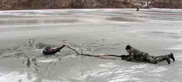 Меры безопасности во время зимней рыбалки