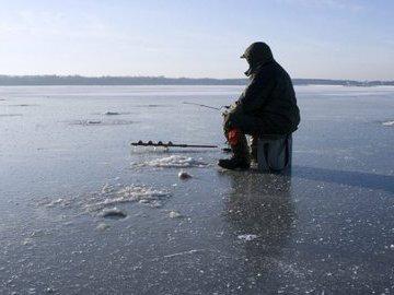 Рыбалка зимой. Используем пешню