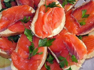 Ученые научились делать рыбу из помидоров