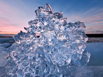 Китайские специалисты: лед в замерзающих каплях похож на губку