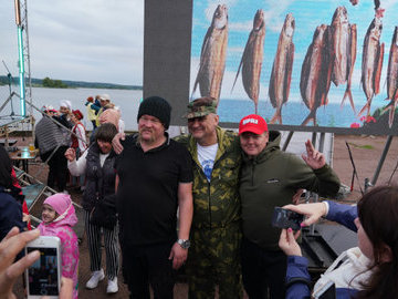 В Карелии рыбаки за пойманную щуку получили внедорожник