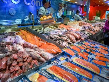 Роспотребнадзор выяснил, как магазины в Ленобласти хранят морепродукты